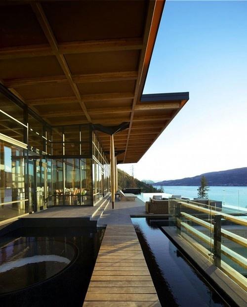 Haus im Berg mit Seeblick in Kanada