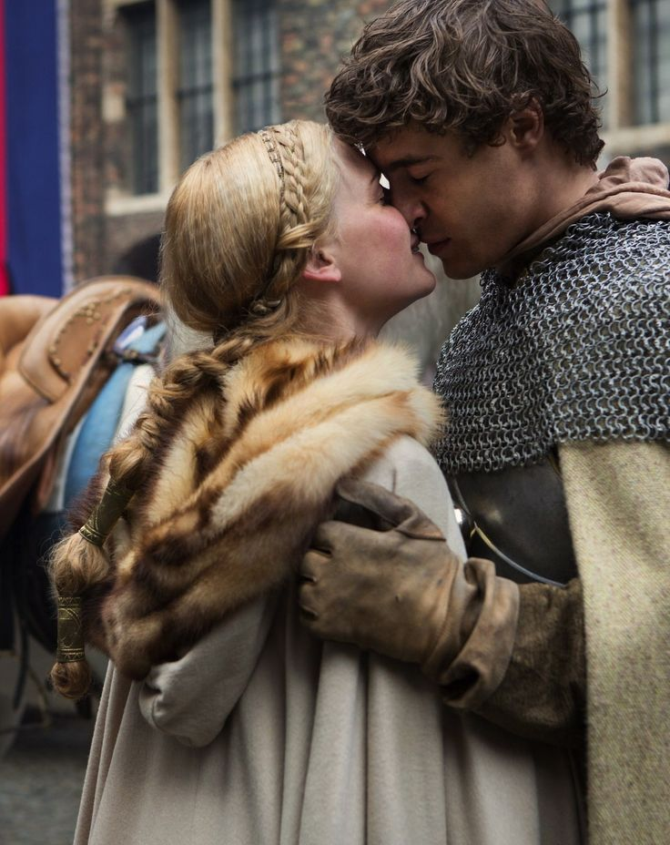 Rebecca Ferguson as Elizabeth Woodville and Max Irons as Edward IV of England in The White Queen (TV Series,  2013).
