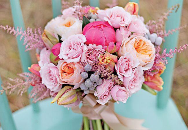 flores en gama rosa, con combinación verde menta