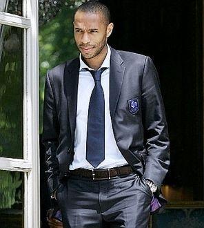 Thierry Henry! Gracias a el empece a amar el futbol!! CRACK!!!... q falta hace en el fut europeo! =/