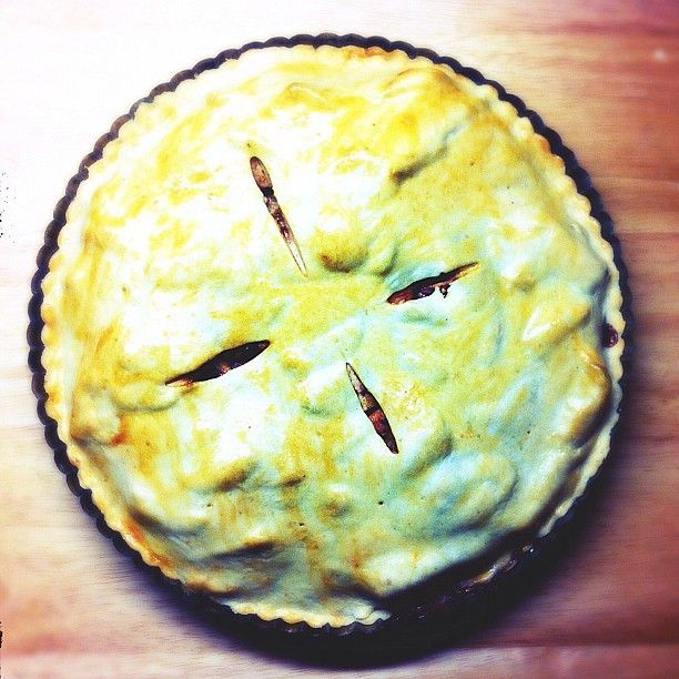 RECIPE http://silvieetiplicova.tumblr.com/post/59336432856/recept-apple-pie