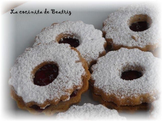 """Estas galletas son una receta alemana. Se suelen hacer en Navidad. Spitzbuben significa """"niños traviesos"""". Me hubiera gustado conocer algo..."""
