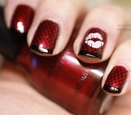 Valentine red fishnet nails