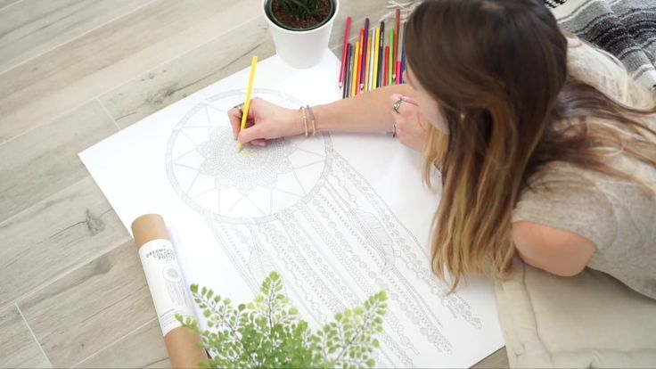 dreamcatcher coloring poster 😍 how to make your own dreamcatcher wall art!Wow, it's so easy - just a coloring poster + your favorite crayons and this is it :)