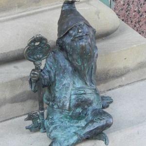 A key-stewart gnome - Wrocław, Poland  Klucznik - Ul. Szewska przed wejściem…  Wrocław, Polska