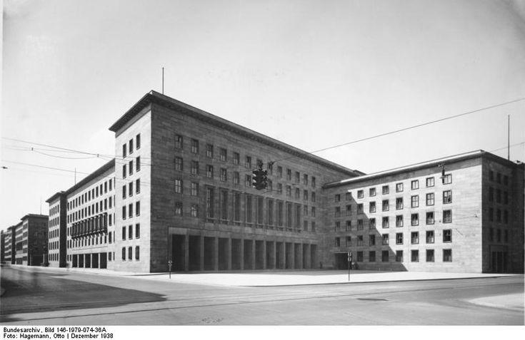 Das Reichsluftfahrtministerium (RLM) war ein neu gegründetes Ministerium im Dritten Reich. Für dieses Ministerium wurde 1935 ein monumentales Bürogebäude in Berlin errichtet, das seit 1992 Detlev-Rohwedder-Haus heißt und heute Sitz des Bundesministeriums der Finanzen ist.