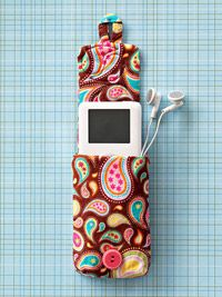 Sew a Playful iPod Holder: Cell Phones Cases, Gifts Ideas, Ipod Cases, Phones Covers, Valentines Gifts, Sewing Accessories, Easy Sewing Projects, Crafts, Ipod Holders