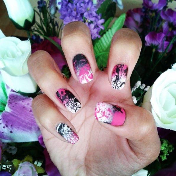 Splatter nail art and OPI matte top coat. uñas salpicadas