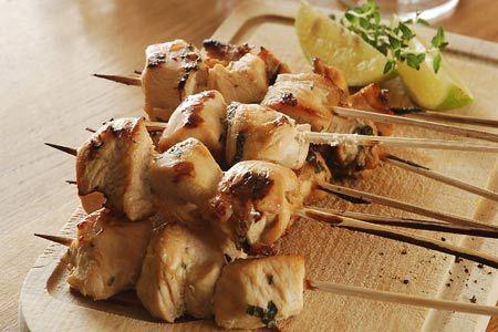Σουβλάκια κοτόπουλου με πορτοκάλι, μέλι και πάπρικα - Συνταγές | γαστρονόμος