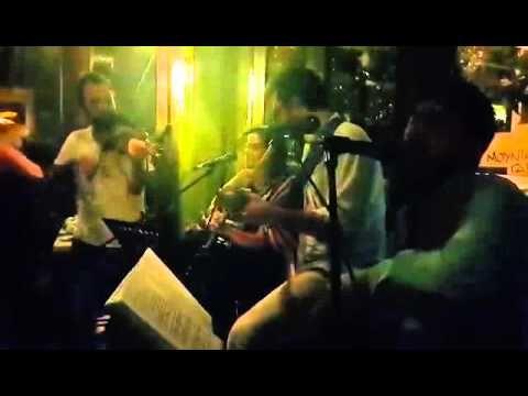 Το Ξέφραγο αμπέλι φιλοξενήθηκε στο Ελαϊκόν στο Γουδί για μία βραδιά στις 13/9/2015, στο βίντεο ένα φινάλε απο το τραγούδι 'η αγάπη μου στην Ικαριά' του Γιώργ...
