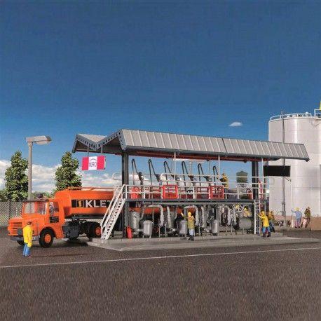 Ravitaillement hydrocarbure pour camion citerne #HO #Kibri A retrouver ici : http://www.latelierdutrain.com/les-entrepots-et-industries/101091-ravitaillement-hydrocarbure-pour-camion-citerne-ho-187-kibri-39834.html
