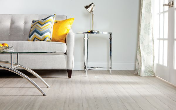Dessau laurentian laminate a single strip european look for Laurentian laminate flooring