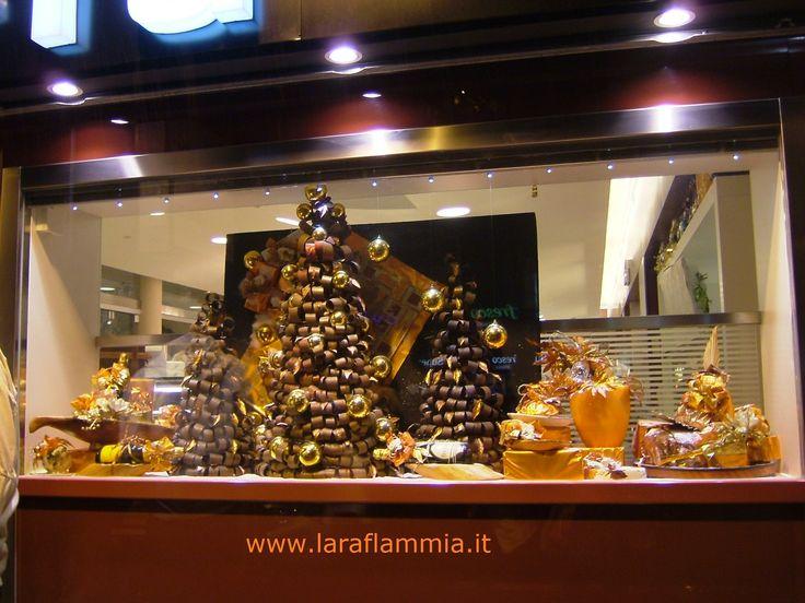 Alberi di Natale e pannelli realizzati interamente in cartoncino. Christmas Trees and panels made entirely of cardstock. For information and advice please contact us at laraflammia@gmail.com