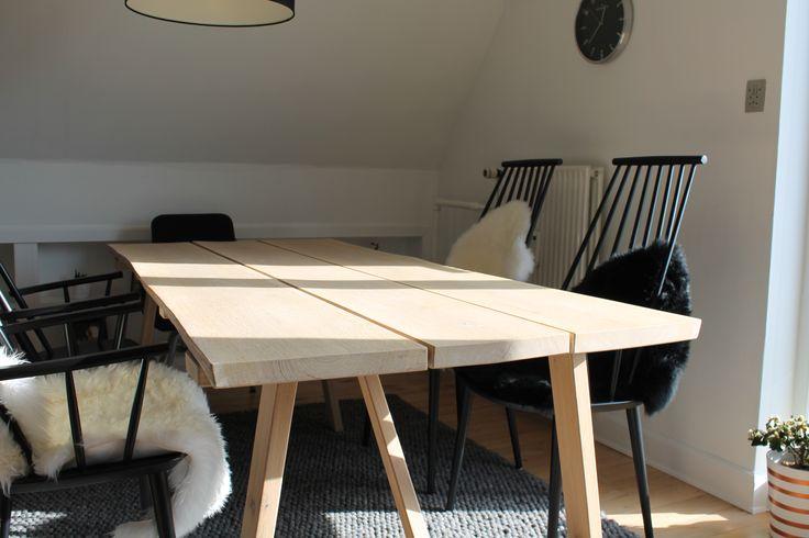 Fedt spisebord af egetræsplanker fra Silvan