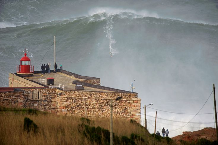 A onda gigante de mais de 30 metros surfada por Garrett McNamara, em Janeiro de 2013