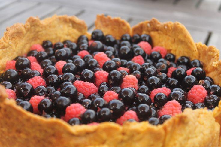 dessertje met de laatste zwarte bessen en de eerste herfstframbozen, uiteraard ook uit eigen hof;