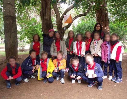 I bambini della II elementare nel parco di Villa Trabia, durante la gara di orienteering.