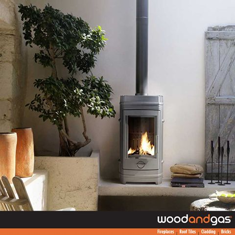 Check out the #INVICTA #Chatel. Its design, discreet and elegant as well as its ease of use will seduce you. Thanks to its good yield (77%) and its materials, the cast iron wood stove ensures a long and pleasant heat production. Available at all #WoodandGas Branches. http://goo.gl/8nSZdj