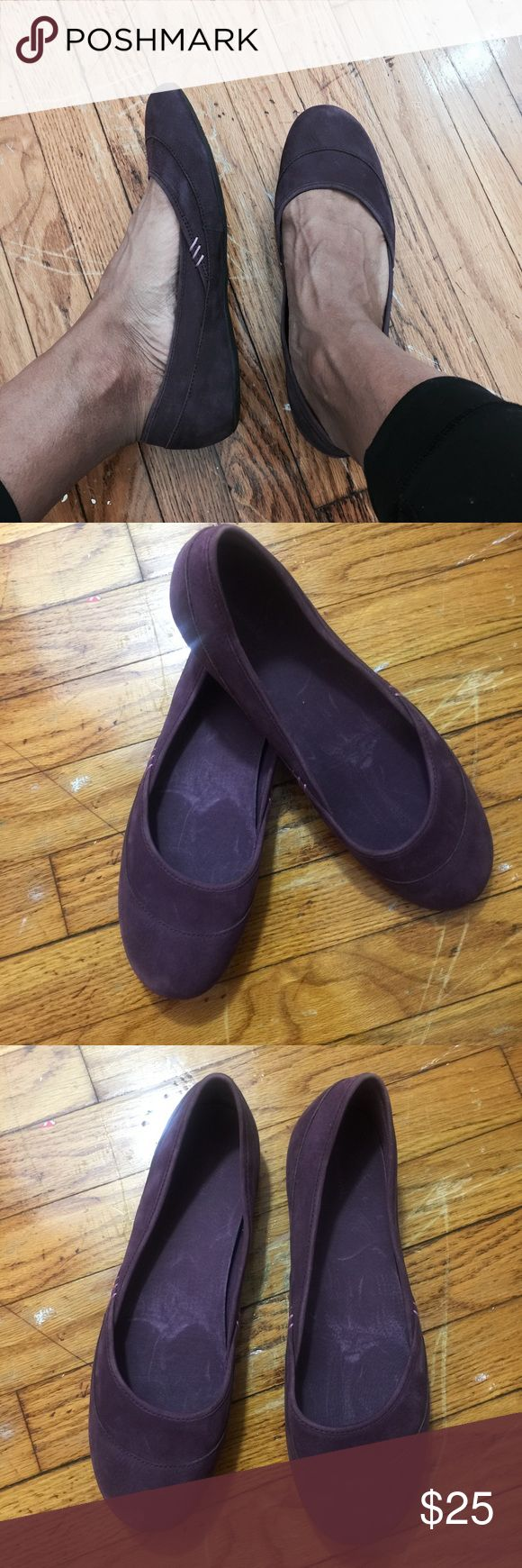 🍆Patagonia Soft Comfortable Flats Super cute purple soft leather flays with a great sole. Super confortable and easy to wear. Used but still in great condition. Minor marks throughout! Patagonia Shoes Flats & Loafers
