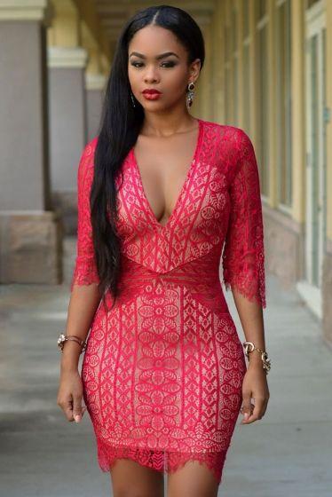 Czerwona zmysłowa koronkowa sukienka. Koronkowe sukienki