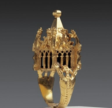 Stunning Jewish wedding ring representing the Temple of Solomon