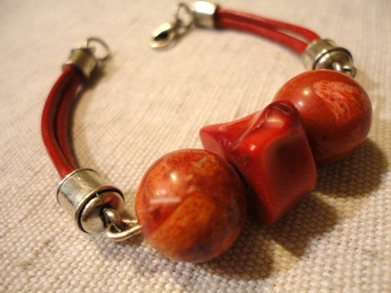 Coral and genuine leather red bracelet. Handmade.  Shipping worldwide.  EUR 20.  Click to see more.  coral jewelry // coral jewellery // coral bracelet