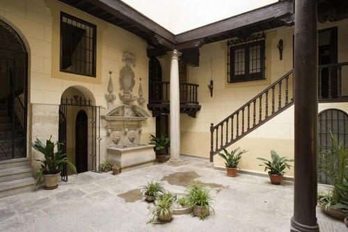 PALACIO MARIANA DE PINEDA - Granada.  Boutique hotel met 5 kamers in een 17e eeuws stadspaleis in El Albayzín in Granada. Meer info: http://www.escapada.eu/hotel/palacio_de_mariana_pineda