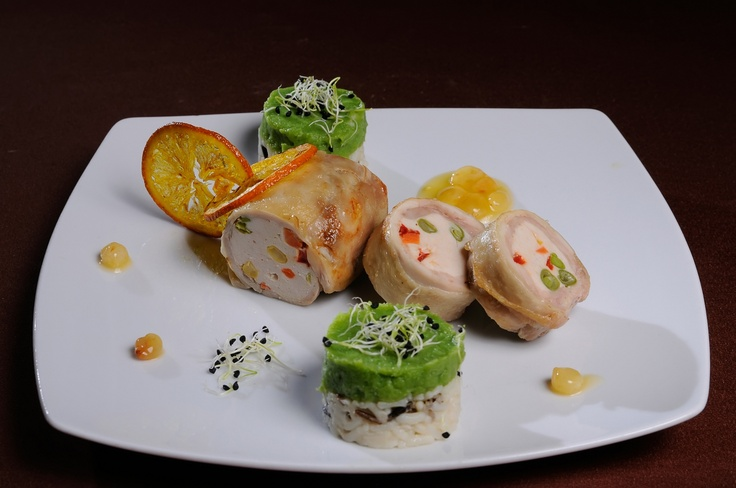 GUSTARE CALDA - Rulada de pui cu piept de curcan si legume* Orez salbatic la cuptor si piure de broccoli* Sos de portocale cu stafide