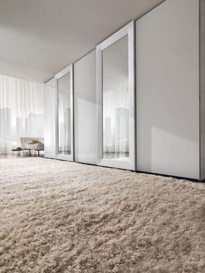 Stunning Kleiderschrank Ideen Schiebet r mit Spiegelglas weicher beiger Teppich