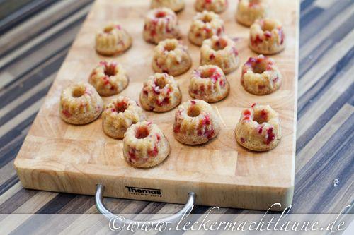 Mini-Gugl mit Erdbeeren und Vanille...