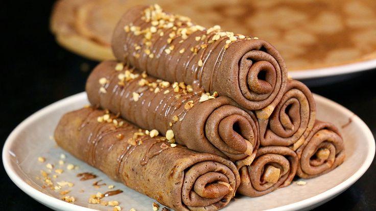 crepes au chocolat roulées et garnies by Herve Cuisine http://www.hervecuisine.com/recette/recette-des-crepes-au-chocolat-roulees-et-garnies/