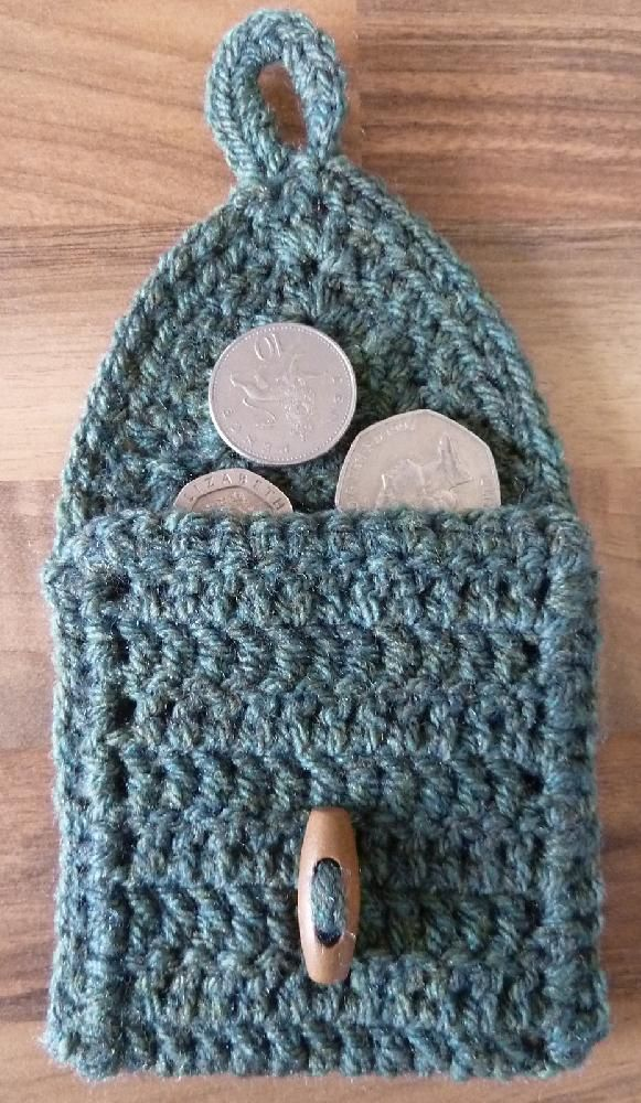 6 free crochet patterns for vacation: change purse pattern. Learn more at LoveCrochet