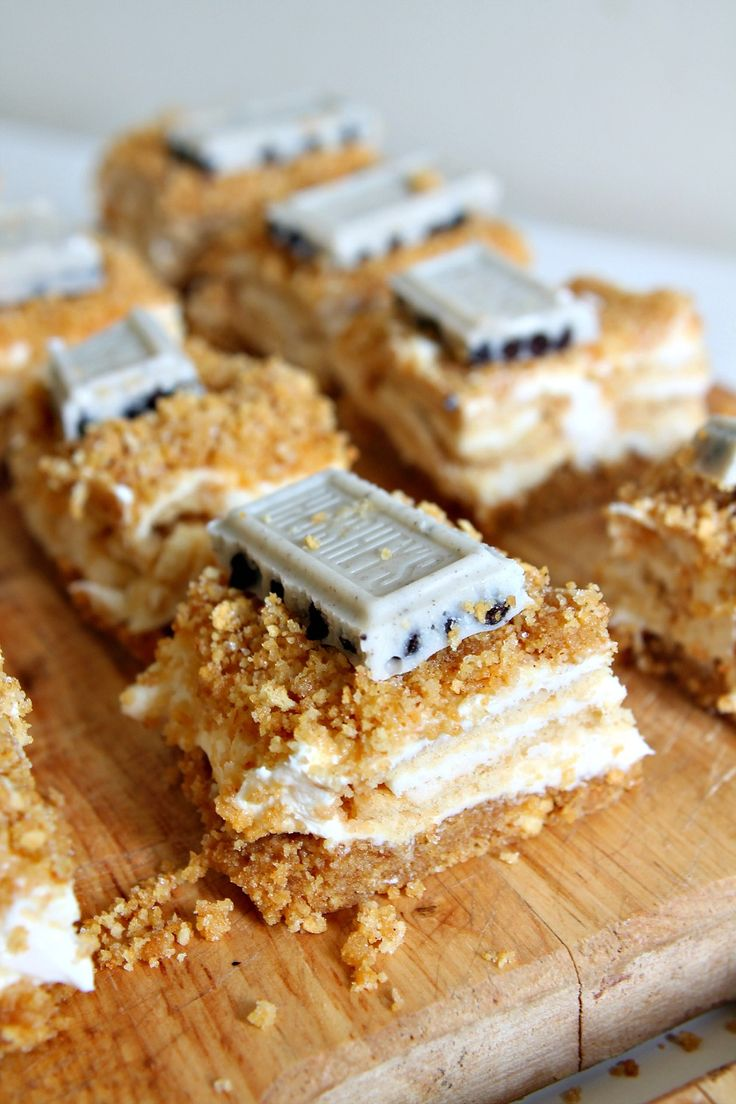 Graham Cracker Crumb Cheesecake Bars with Golden Oreos: a recipe/post from your newest PhD candidate! (eep!) | Wallflour Girl
