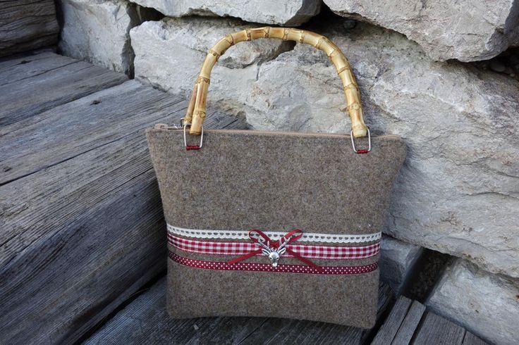 Trachtentaschen - Trachtentasche *Hugo Mini* aus Filz weinrot - ein Designerstück von handgemachtes81 bei DaWanda