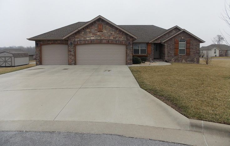 4804 W Shayla Ct Springfield Mo 65802 Mls 60130236 Zillow Foreclosed Homes Renting A House Home Buying