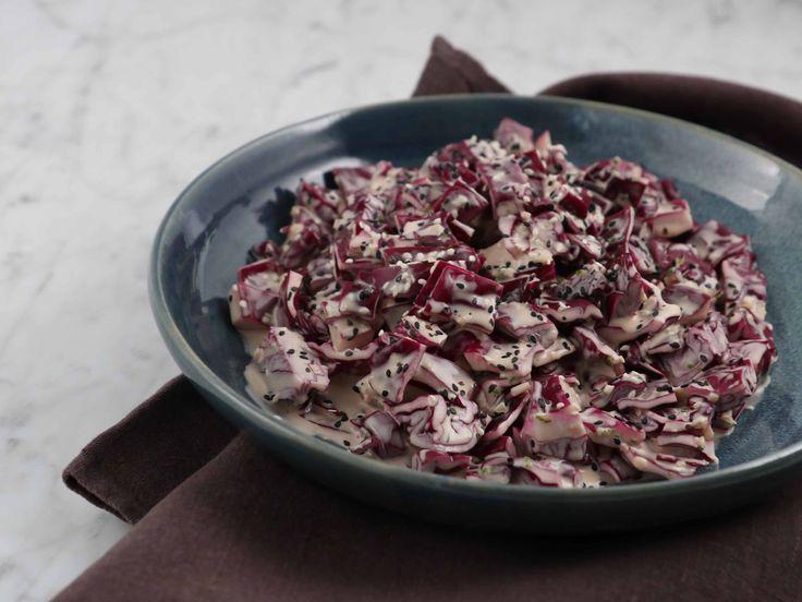 Tommy Myllymäkis rödkålssallad med asiatiska smaker | Recept från Köket.se