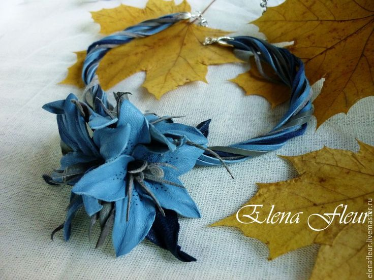 """Купить Колье с цветами из кожи """"Лилии. Свет неба"""" - синий, колье с цветами, Колье с подвеской"""