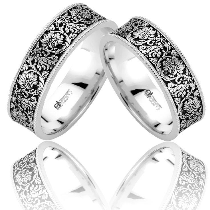 Verighetele de lux Riannon impresioneaza prin eleganta data de design-ul floral, realizat in contrast negru - argintiu.