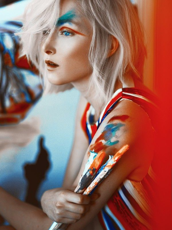 Amy Finlayson on Shine by Three - mix of color, vibes of red, yellow and blue and wild eyeshadow and eyeliner.