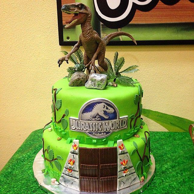 Jurassic World Cake! #JurassicWorldCake #Velociraptor