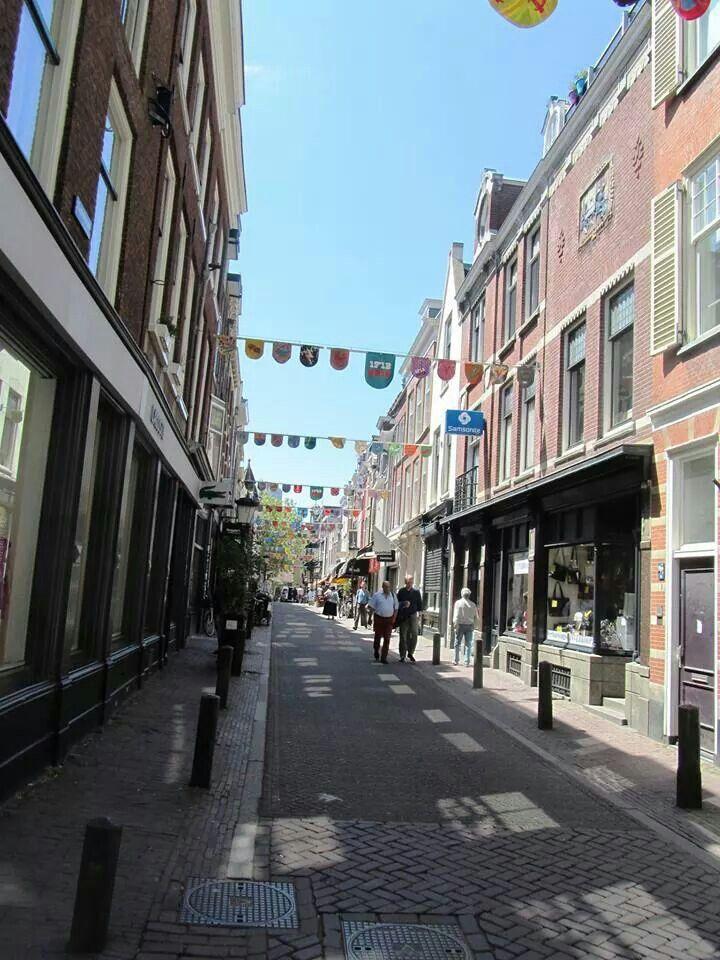 Tassen Utrecht Zadelstraat : Herinner je utrecht zadelstraat met de rug naar dom