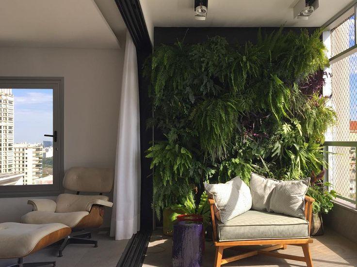 """168 Likes, 9 Comments - DT Estudio Arquitetura (@dtestudio) on Instagram: """"Se não tem espaço para um jardim, por que não fazer uma bela parede verde como esta? Neste…"""""""