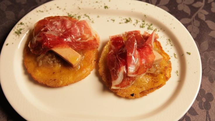 Tortos con jamón ibérico y foie