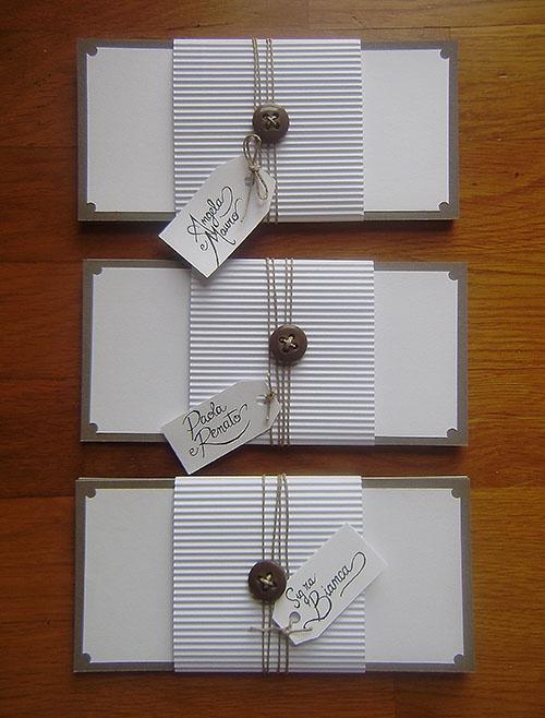 Partecipazioni dallo stile semplice con nastro in corda: trova qui il fornitore per i tuoi inviti di nozze >> http://www.lemienozze.it/operatori-matrimonio/partecipazioni_e_tableau/