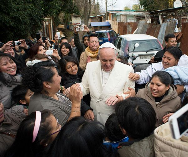 CRUX | Inés San Martín: Pope makes a surprise visit to a Rome shantytown