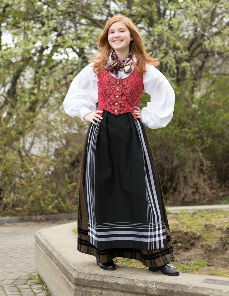 Kvitebjørn Foto - Tromsbunad Norwegian national costume for Troms in Northern Norway