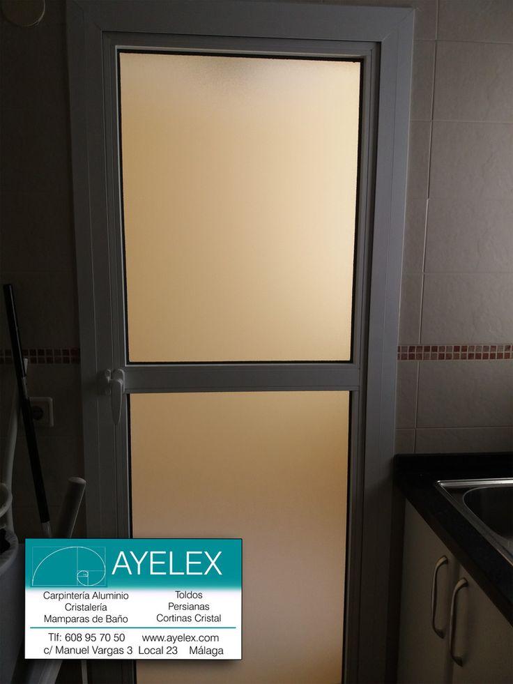 Instalaci n puerta abatible de paso para lavadero gla for Puerta lacada blanca con cristal