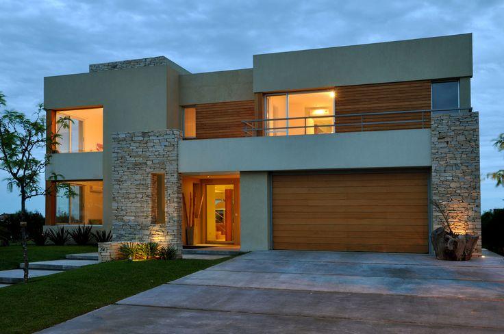 Galeria Fotos - Arquinova Casas - Fredi Llosa - Casa estilo actual racionalista - Portal de Arquitectos