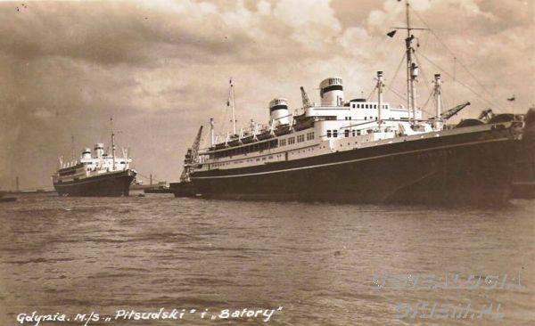 """""""MS Piłsudski"""". W tyle jego siostrzany statek """"MS Batory""""."""