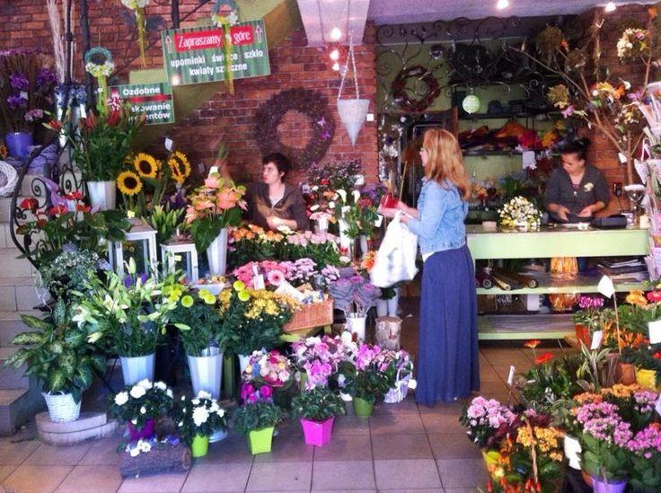 Poszukujemy kreatywnej i energicznej osoby do pracy w kwiaciarni na stanowisko florysty.  Czekamy na Twoje CV & portfolio: kaja.kwiaciarnia@wp.pl www.kaja.lebork.pl